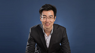 Anthony Zou <br>经理 - 品牌策策<br> Management Trainee 2011