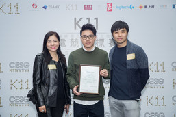 "Operations Director (Hong Kong) of ‎K11 Concepts Limited Rebecca Woo (left) and Chairman of the Esports Association Hong Kong Ryan Chow (right) present the appointment certificate to former ""League of Legends"" world champion Toyz (middle), who will assume the post of Chief Coach of Hong Kong Team."