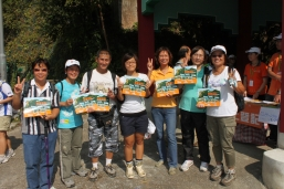 Participants were delighted to receive the Hong Kong Landforms and Rocks Calendar 2011 as souvenir after the Discover Lion Rock Tour
