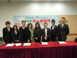 Adrian Yip (third left), Chairman of HKUYA, Helen Lu (fifth left), Vice Chairman of HKUYA, and Maria Cheung (fourth left), General Manager of Corporate Communication of New World Development Company Limited, and past participants at the interview session.