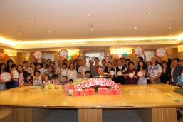 Adrian Cheng (middle) and Gary Chen (Second Row, 11th from left) , Executive Directors and Joint General Managers of the Group welcome staff and family members