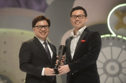 Albert Hui, Director, Corporate Strategy, New World Development (right) accepts the award on behalf of K11