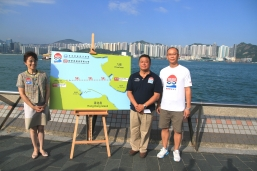 New World Harbour Race 2013 will be held on Sunday 6 October. (From Left) Maria Cheung, General Manager of Corporate Communication of New World Development Company Limited, Ronnie Wong, Honorary Secretary of the Hong Kong Amateur Swimming Association and Fan Wai Tim, HKASA Regional Swimming Training Squad Coach (HK Region), introduce the race course at the finish point.