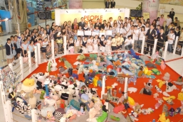 """NWD, CYLF, """"Road to Green"""" Social Enterprise and YAF organize """"People Power in A New World"""" 2009 Recycled Clothing Sculpture Making Project. The officiating guests take photo with the youngsters in the opening ceremony"""