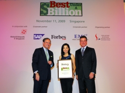 Mr. Christopher Forbes, Vice Chairman of Forbes (left) and Mr. Steven Leonard, President of Asia Pacific and Japan of EMC (right) presented the award to Ms Rebecca Woo, Corporate Affairs Director of NWDS