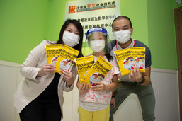 Chloe Chow, Service Head of Children, Youth and Family Services of Baptist Oi Kwan Social Service (left) expressed gratitude to New World Development for donating 10,000 masks for kids. The masks will be distributed to low-income families as well as to children with special education needs.