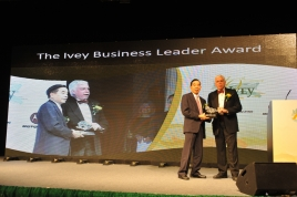 Dr Cheng Yu Tung Awarded Ivey Business Leader Award